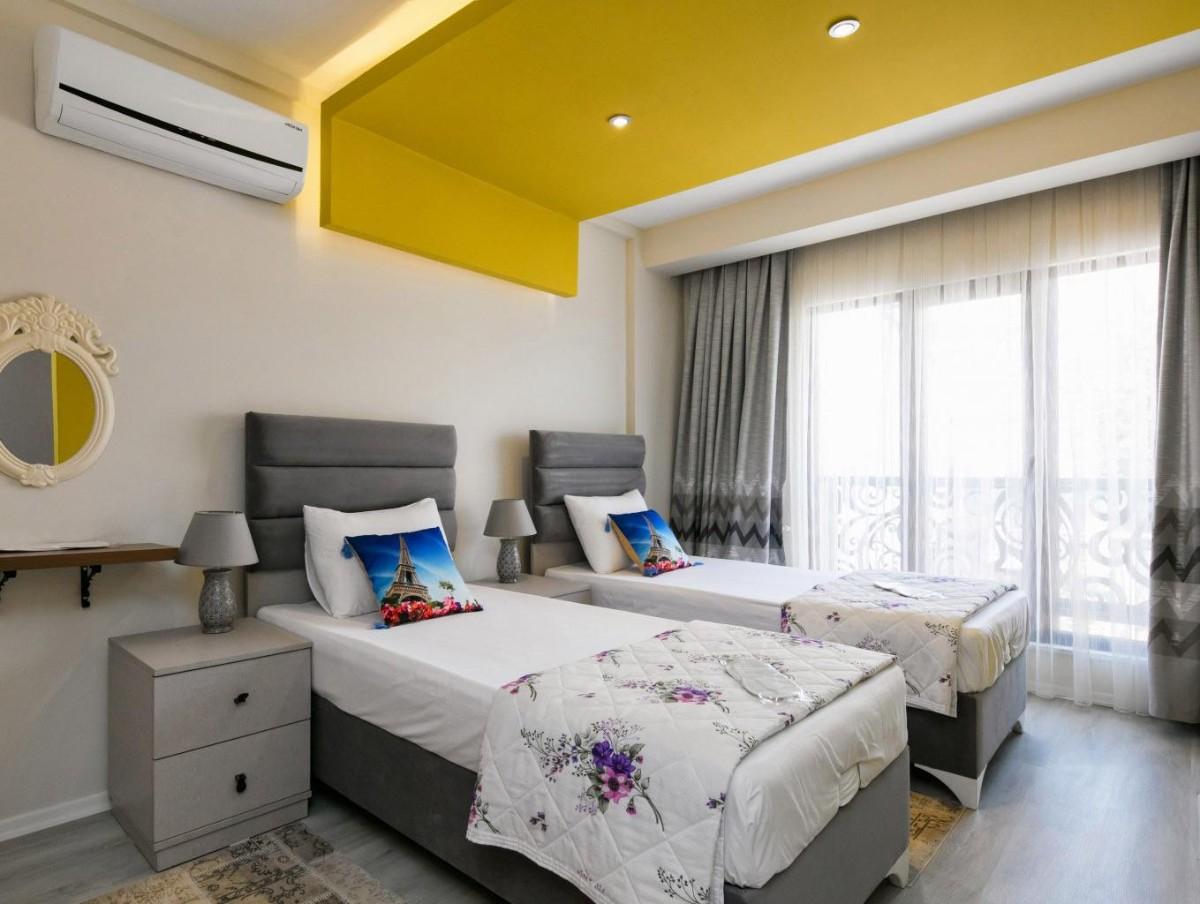 какой выбрать кондиционер в квартиру спальня с жёлтым потолком