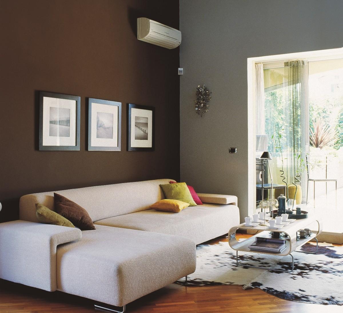 какой выбрать кондиционер в современную квартиру с шоколадной стеной
