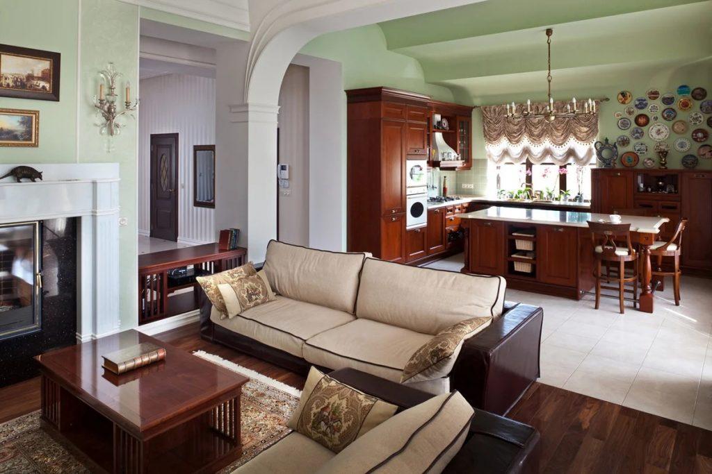 кухня гостиная в частном доме коричневая мебель