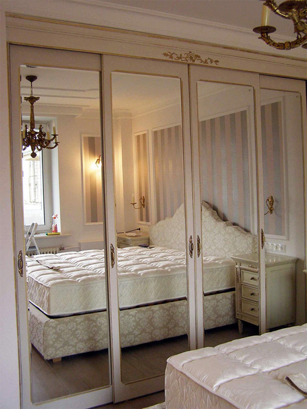 шкаф купе в спальню в классическом стиле