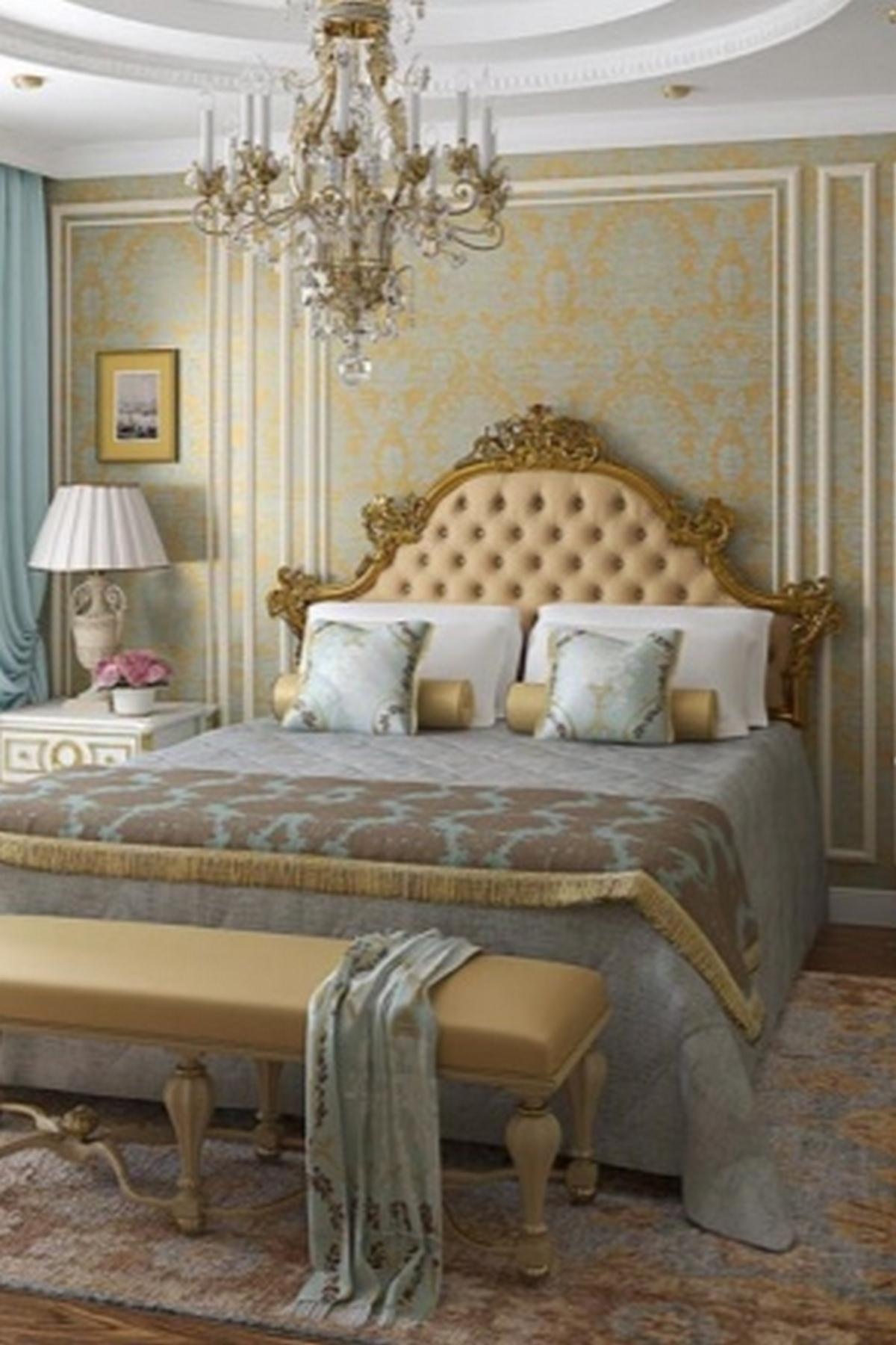 спальня в классическом стиле с люстрой