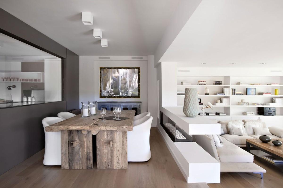 стильный дизайн кухни гостиной в частном доме стол из грубого дерева