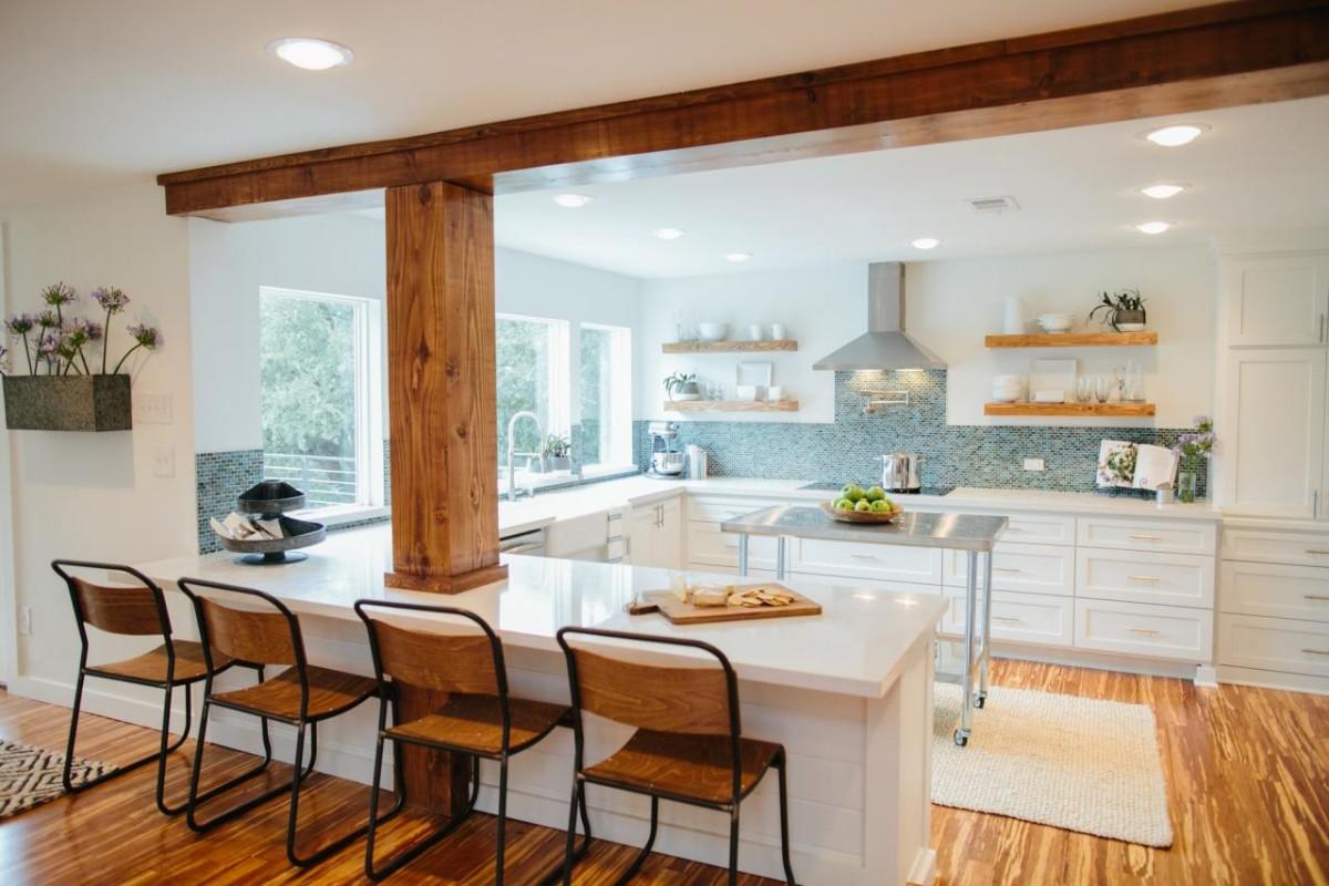 уютный дизайн кухни гостиной в частном доме