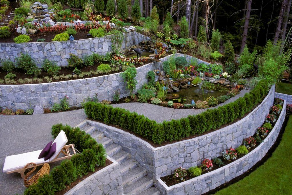 архитектурный дизайн с клумбами и камнями