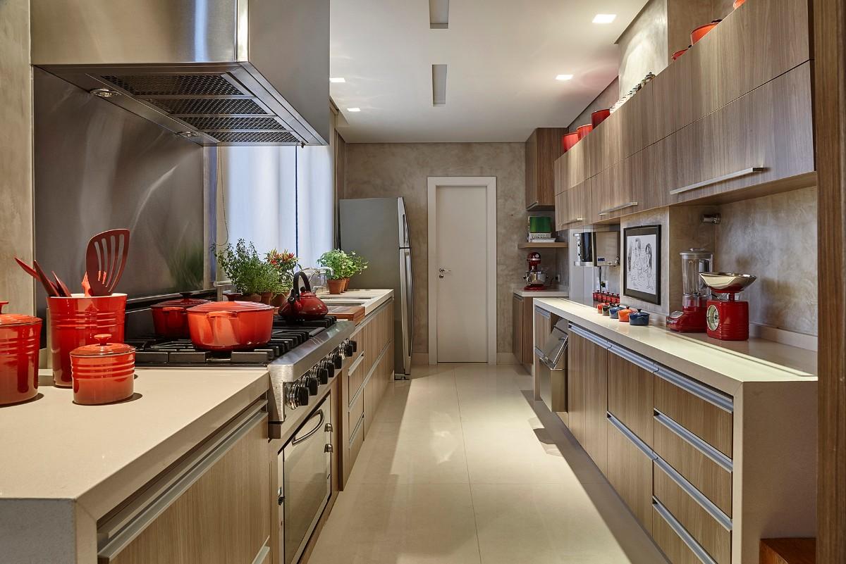 бежевая столешница в дизайне бежевой кухни