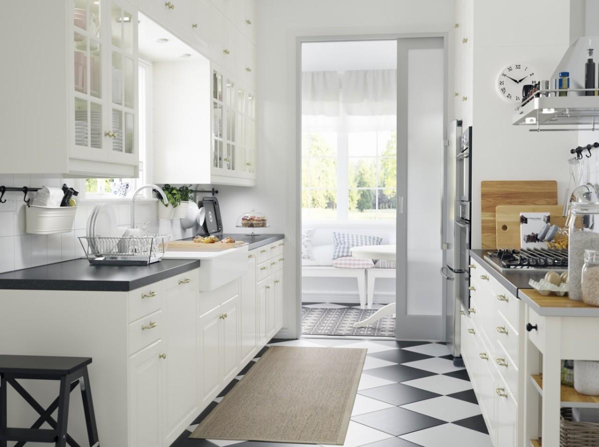 чёрная столешница из мдф для белой кухни