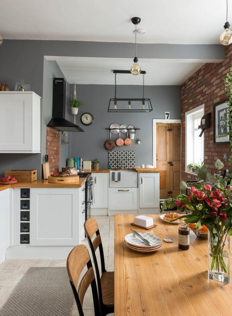деревянная столешница для кухни белого цвета