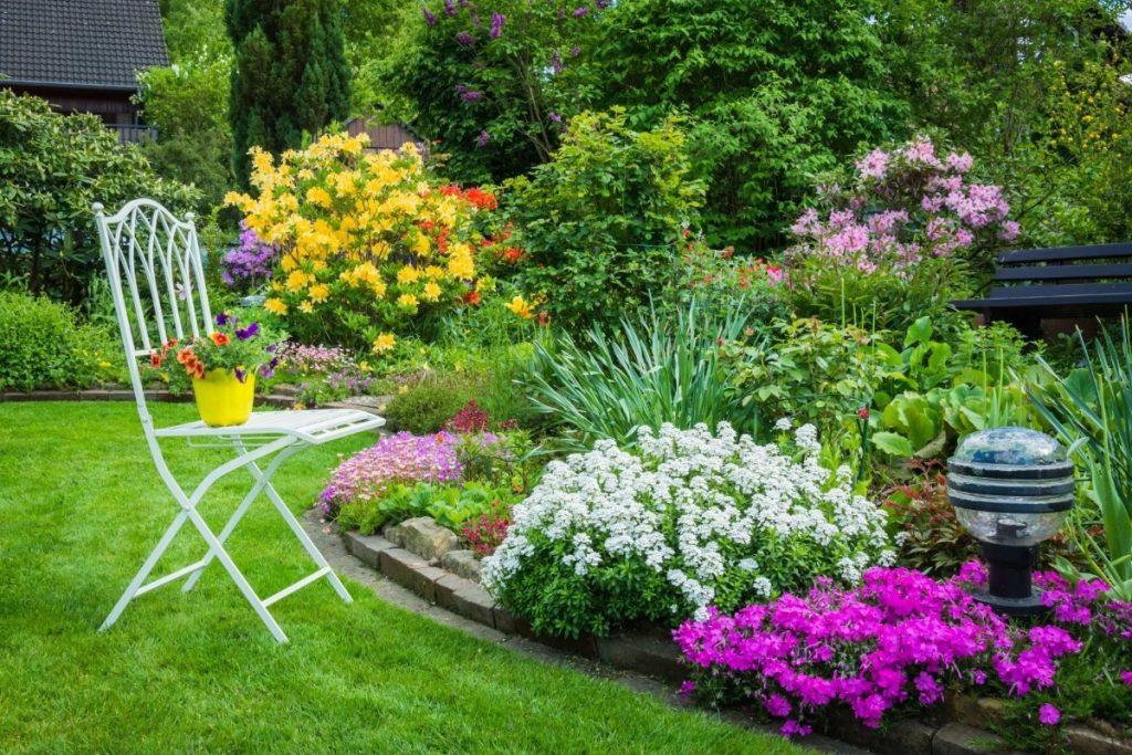 дизайн клумбы в саду
