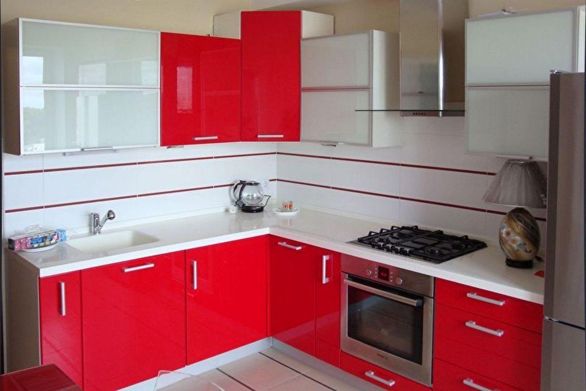 дизайн маленькой кухни 6 кв м красная