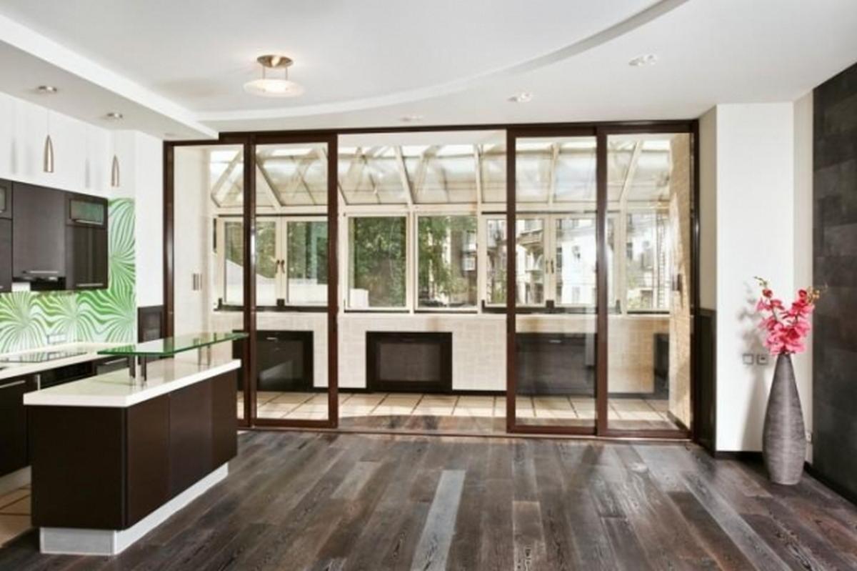 комната с балконом дизайн интерьера