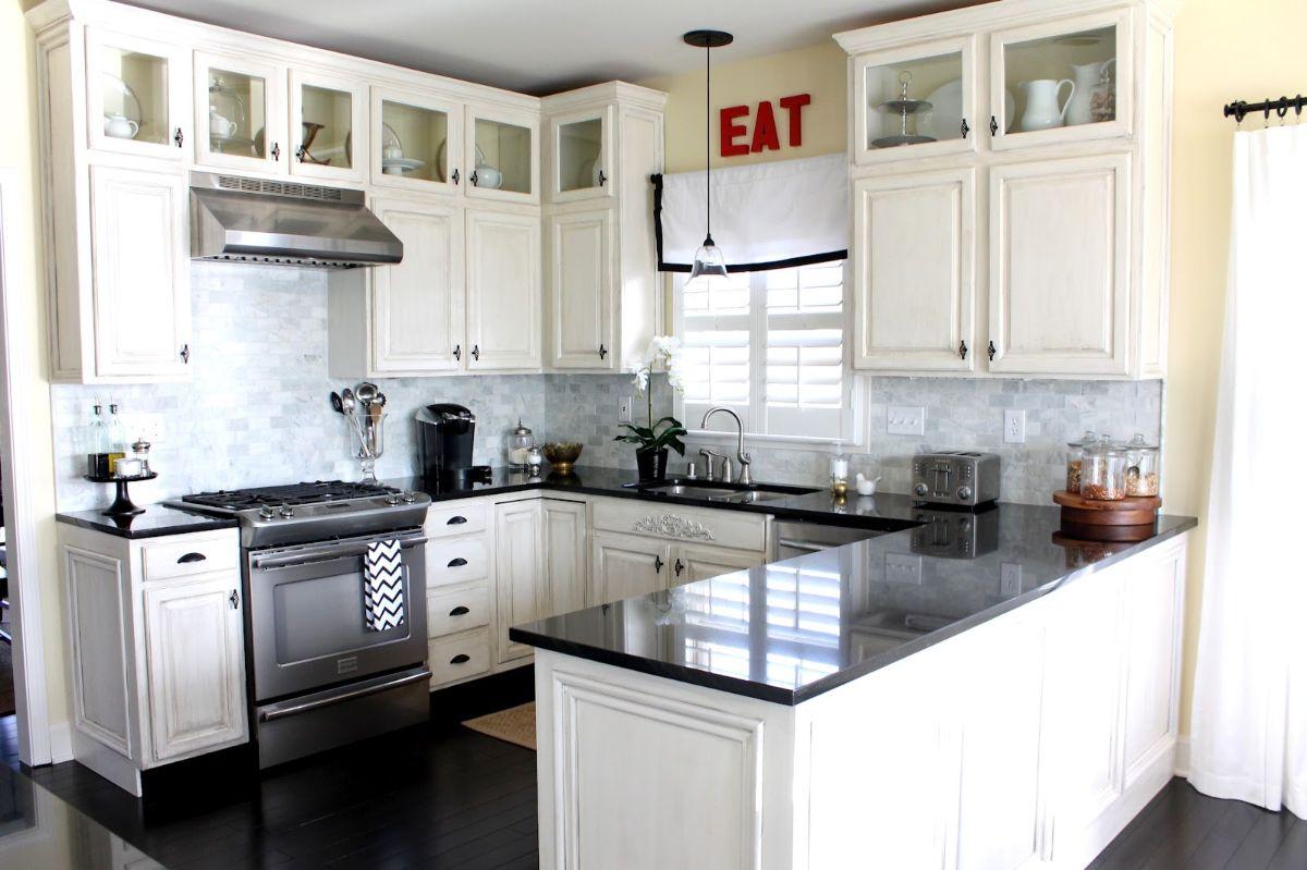 кухня в неоклассическом стиле чёрно-белый дизайн
