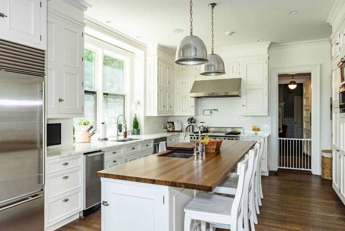 кухня в стиле неоклассики белый цвет фото пример