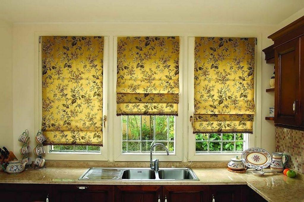 рулонные шторы на кухню цветочный принт