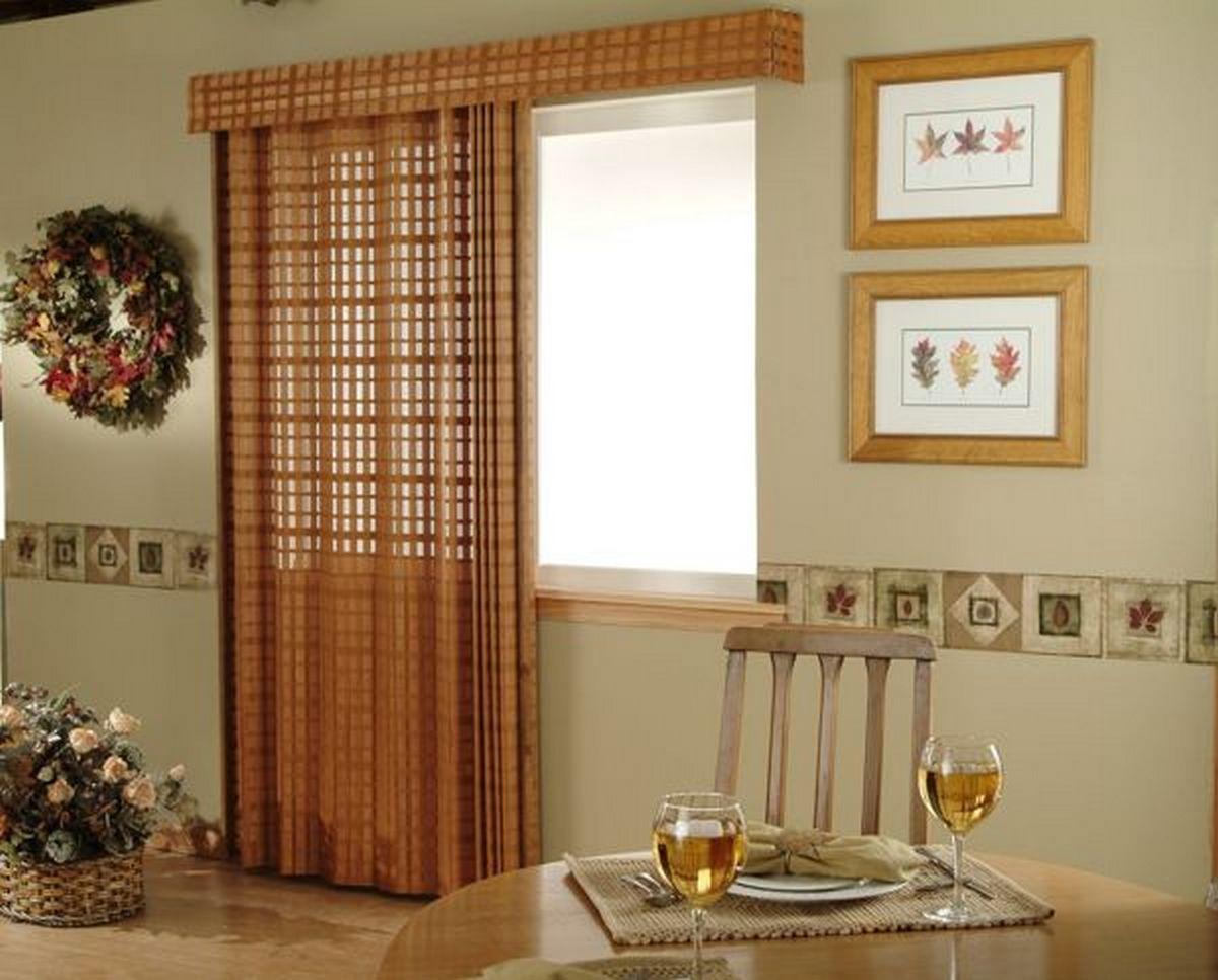 шторы для кухни с балконной дверью пример