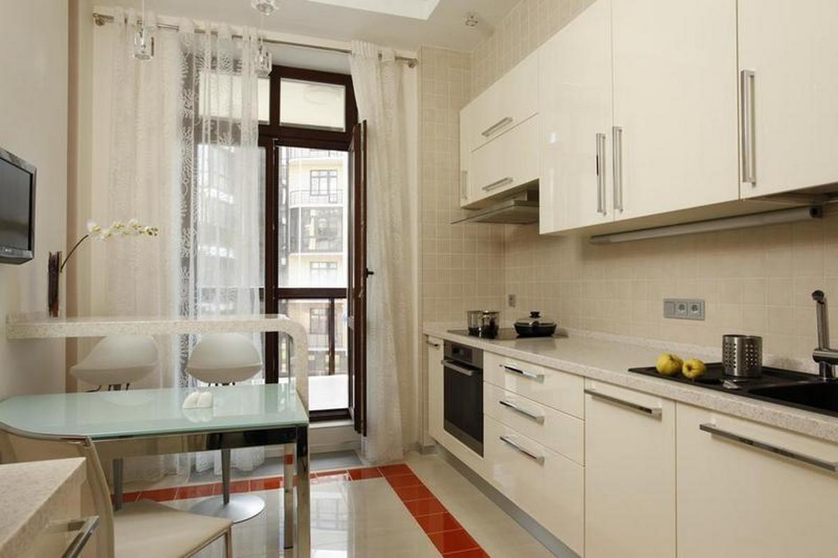 шторы на кухню с балконной дверью фото