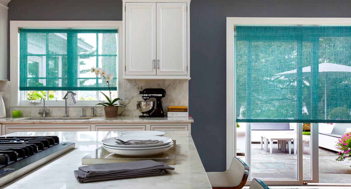 шторы на кухню с балконной дверью рулонные