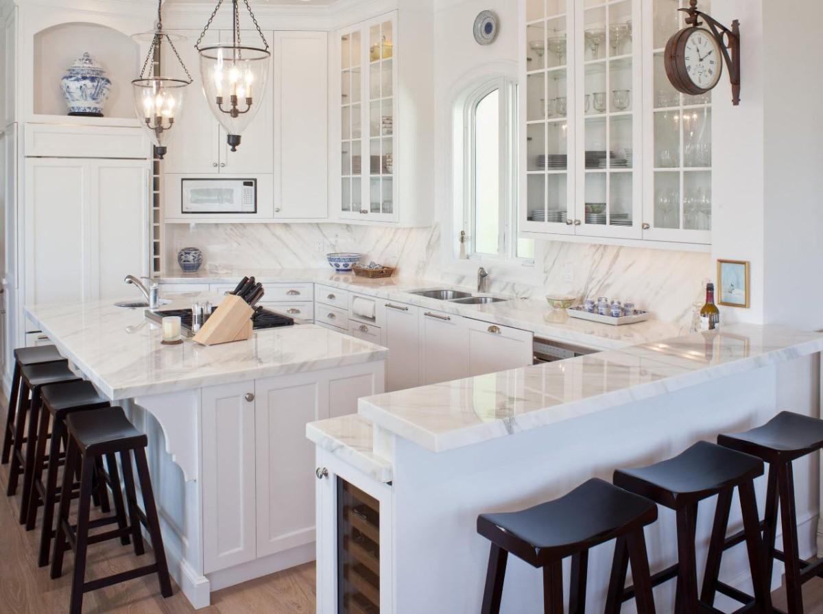 столешница под светлый мрамор для стильной кухни