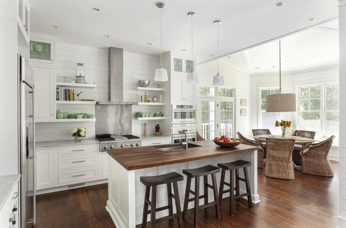 светлая кухня с эркером в стиле неоклассики фото пример