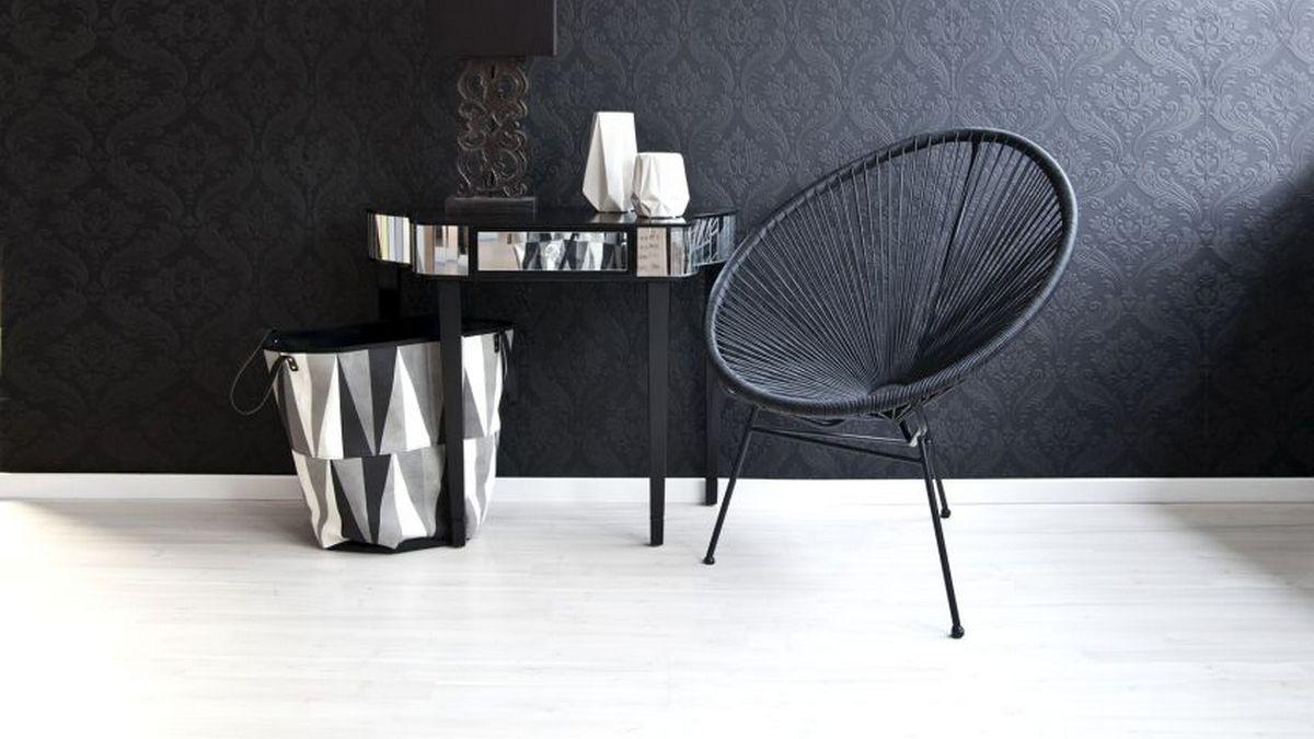 чёрный цвет в интерьере гостиной
