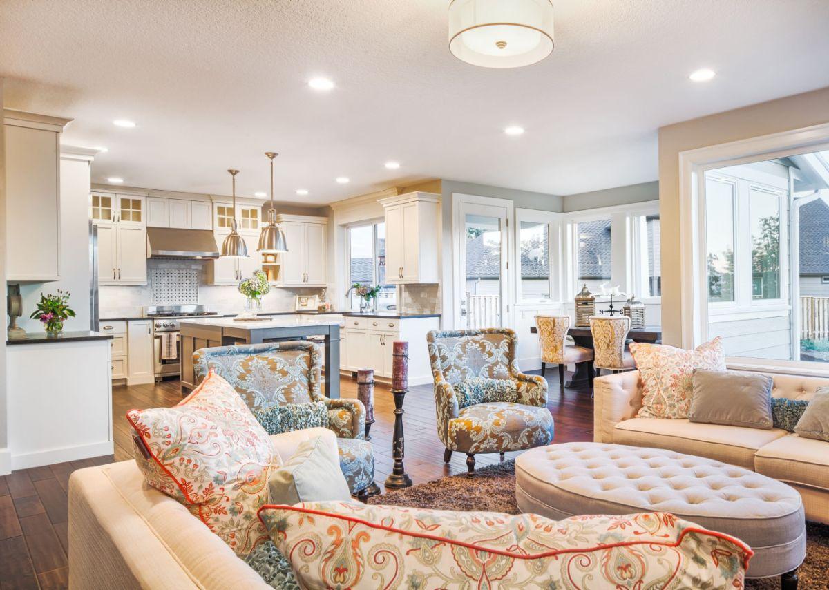 кухня гостиная дизайн интерьера в классическом стиле кремовые оттенки