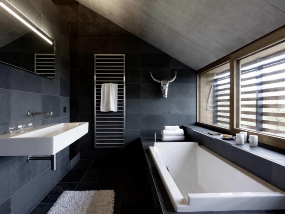 чёрный цвет в интерьере спальни ванной комнаты фото