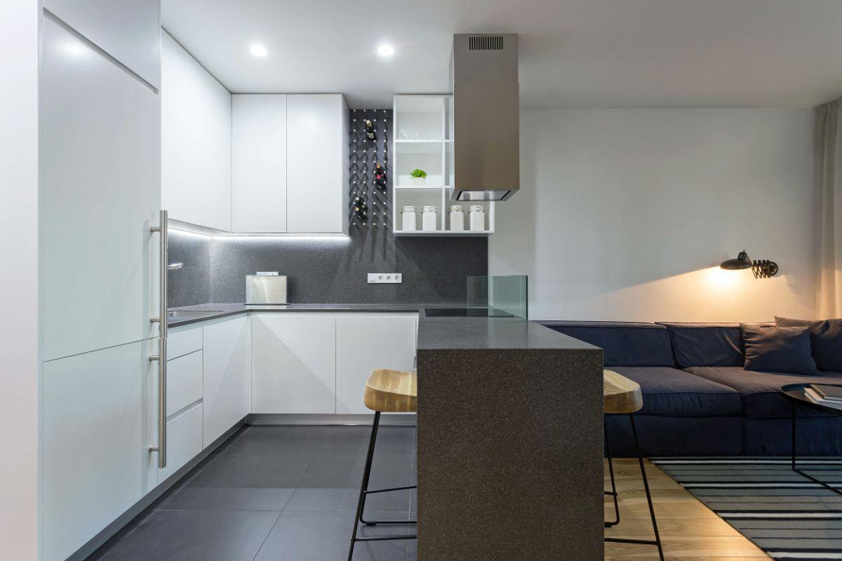 интерьер маленькой квартиры студии серо-белый дизайн