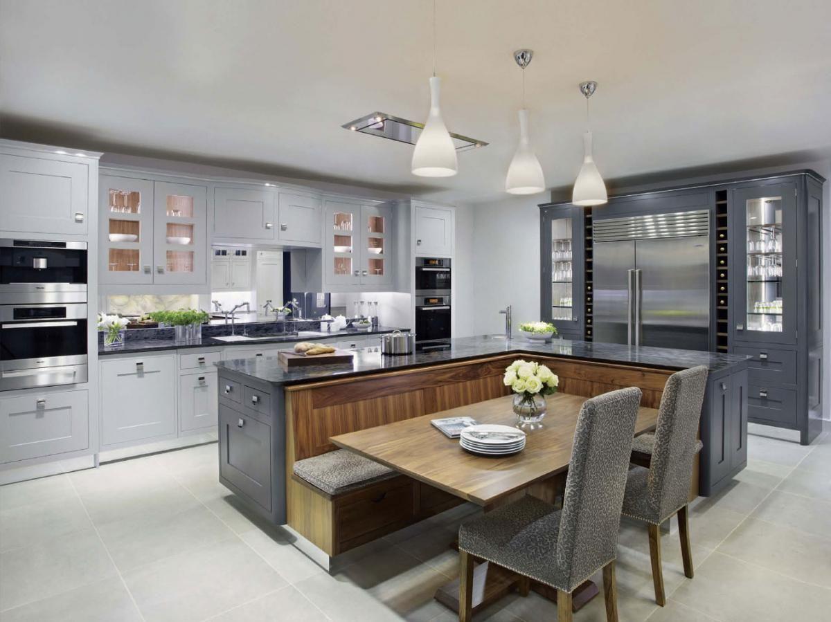 кухня гостиная дизайн интерьера с островной столовой зоной