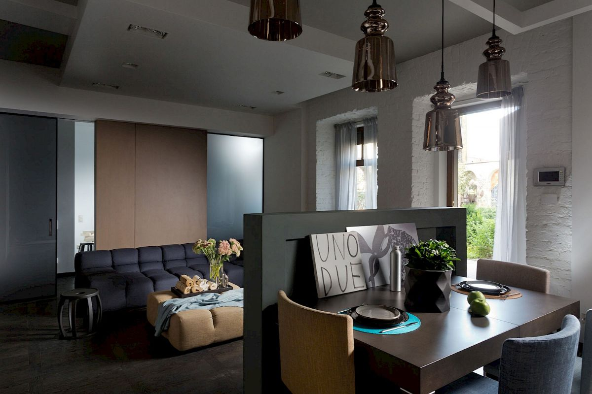 кухня гостиная пример дизайна с невысокой перегородкой на стыке зон