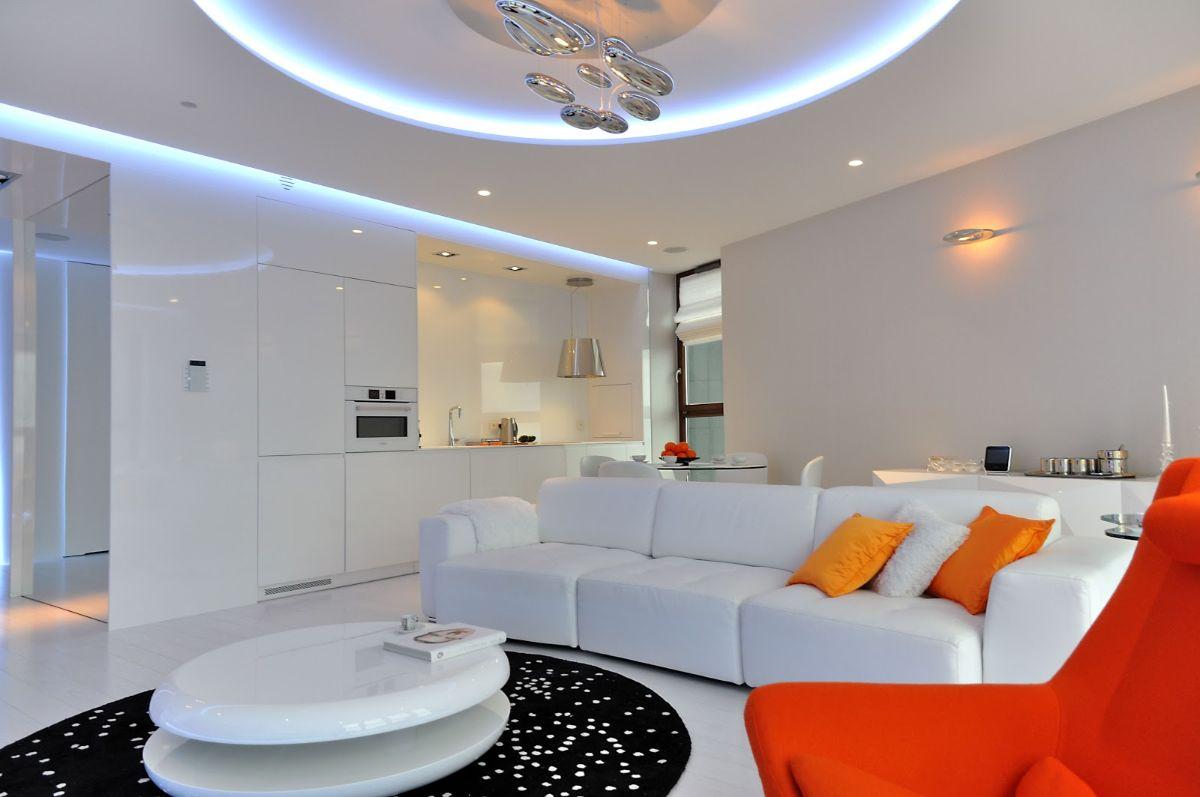 кухня гостиная светлый дизайн интерьера с ярким акцентом