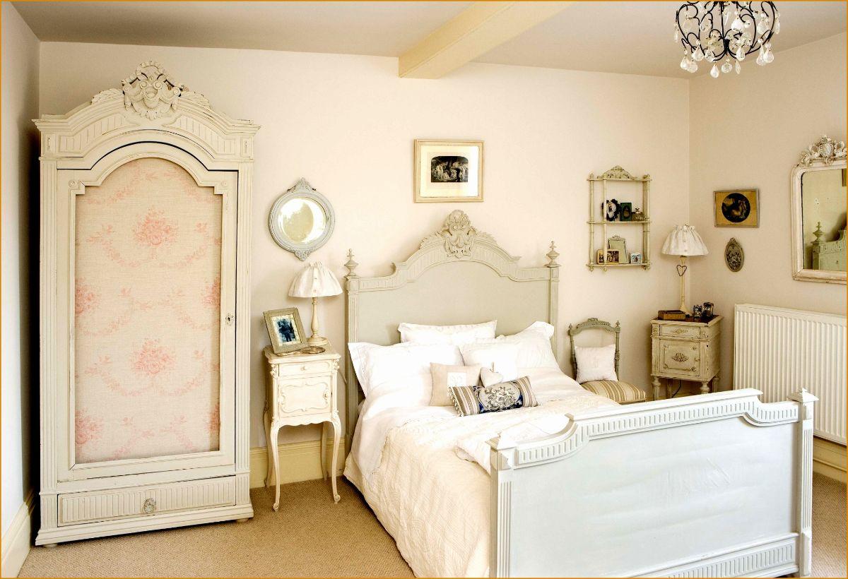 винтаж в интерьере дома спальня в молочном цвете