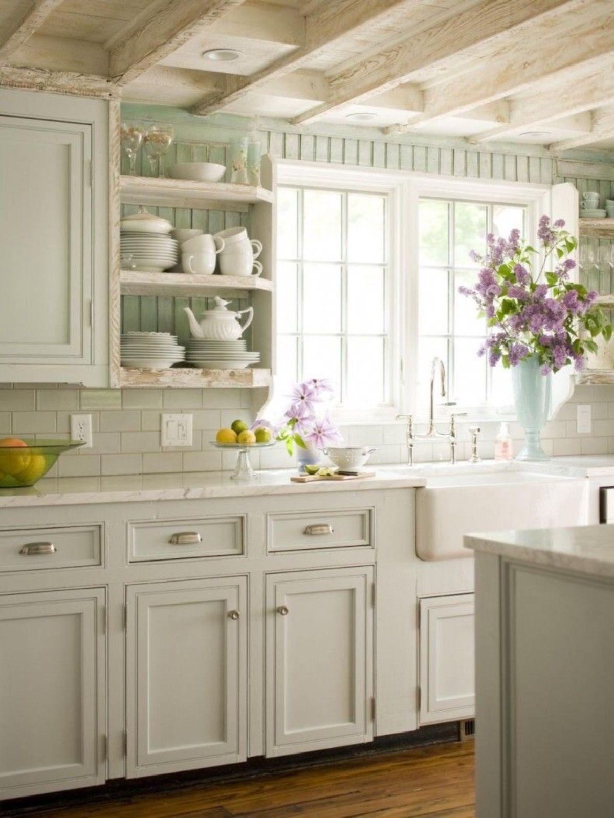 винтаж в интерьере дома светлая кухня