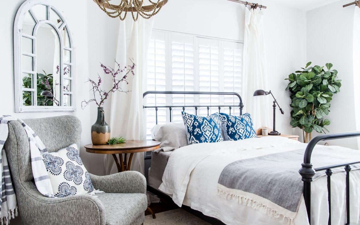 винтажный дизайн в квартире металлическая кровать