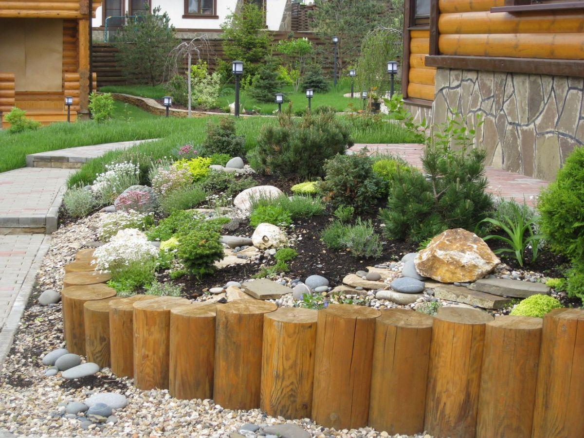дизайн садового участка клумба с чурбанами