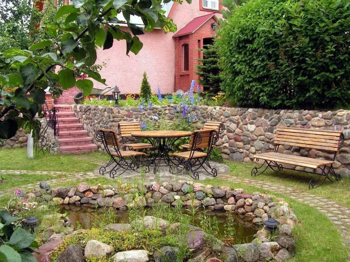 дизайн садового участка с небольшим водоёмом