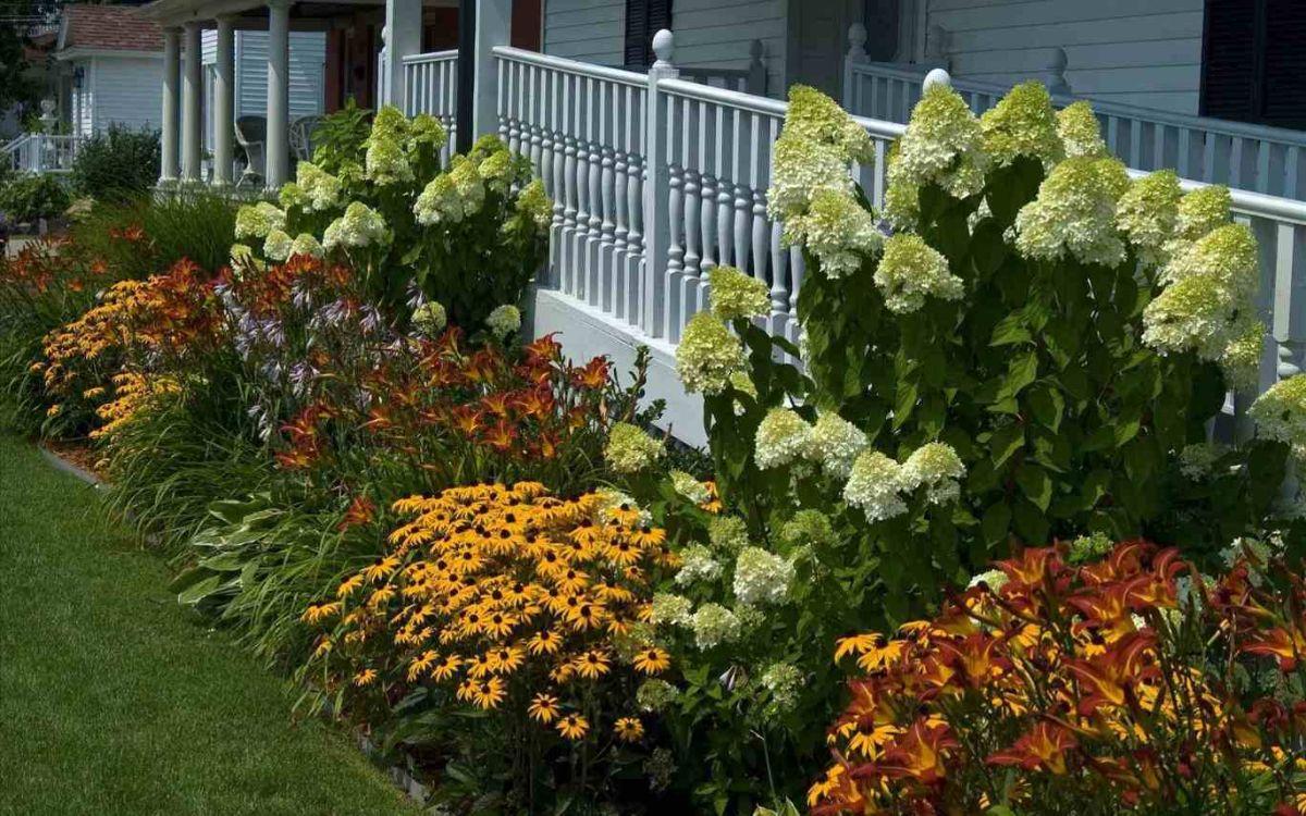 дизайн садового участка с цветником
