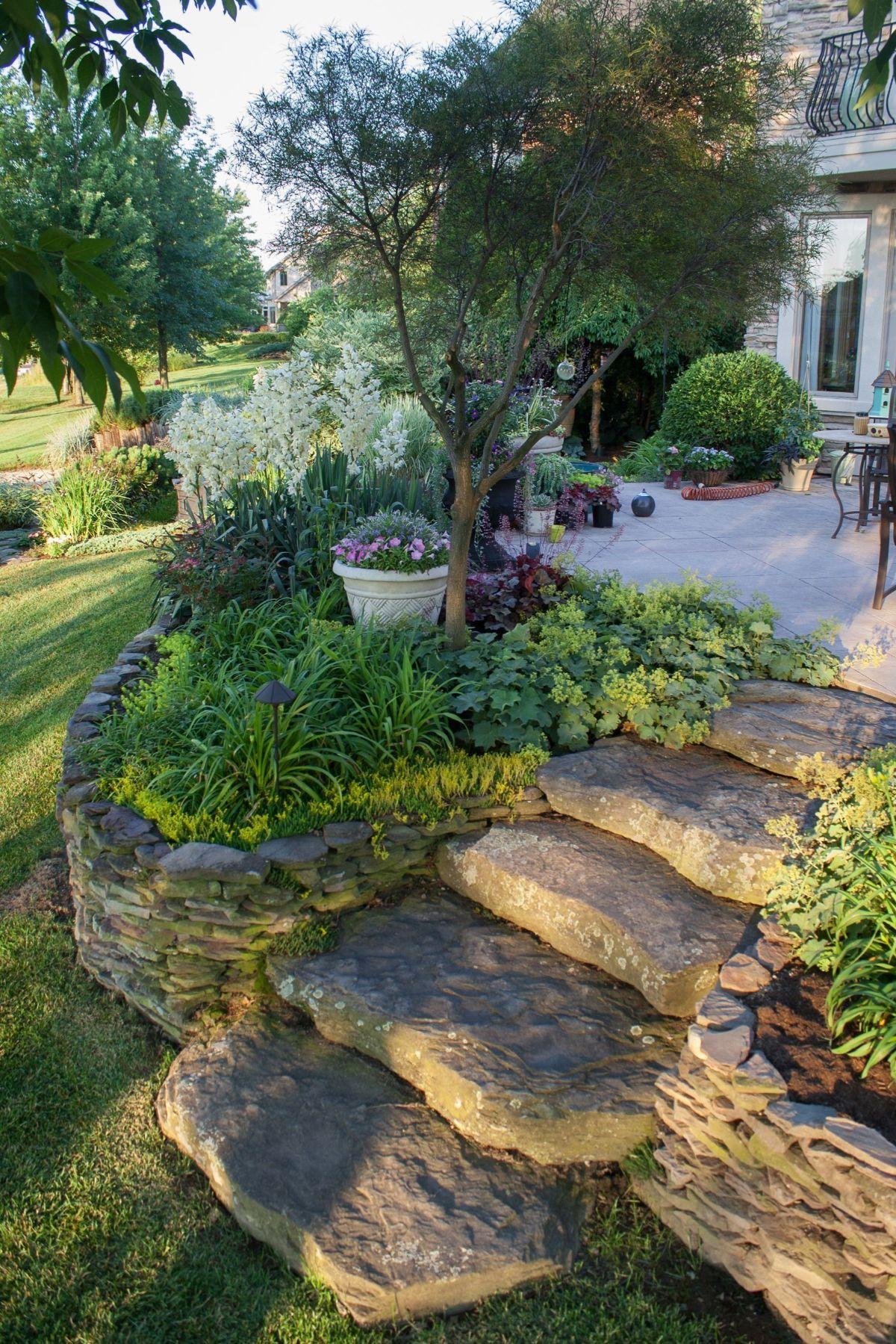 дизайн садового участка ступени из камней