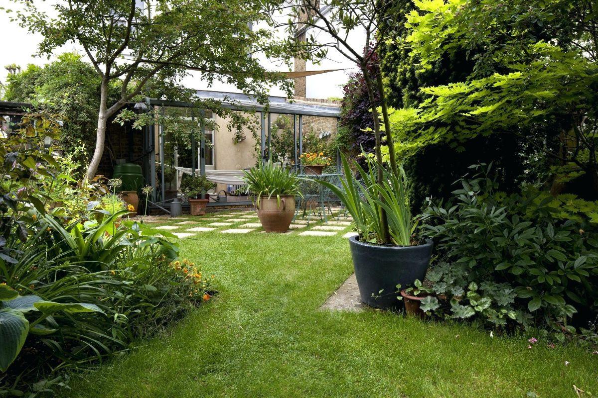 дизайн садового участка вазоны