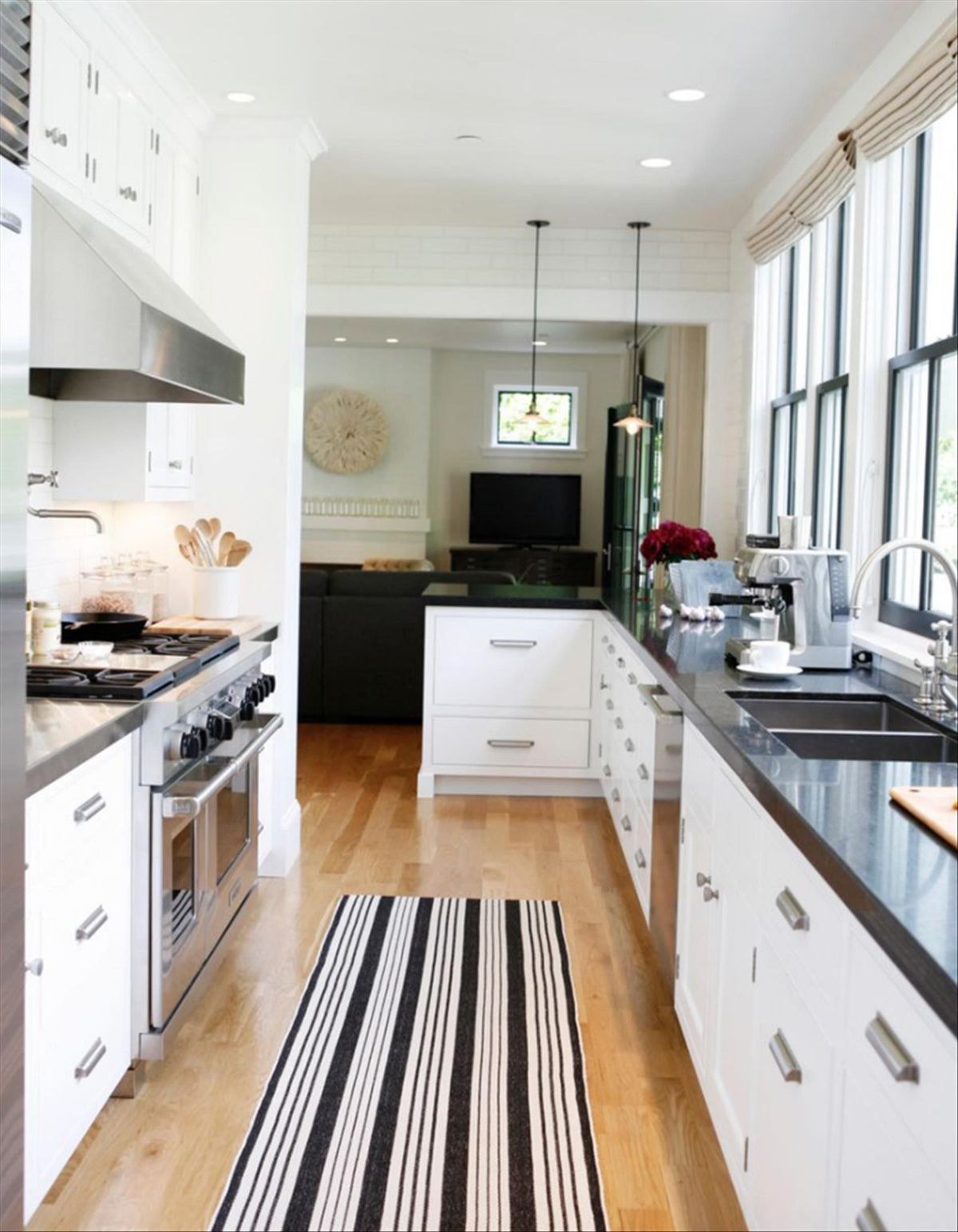 дизайн узкой кухни фотопример