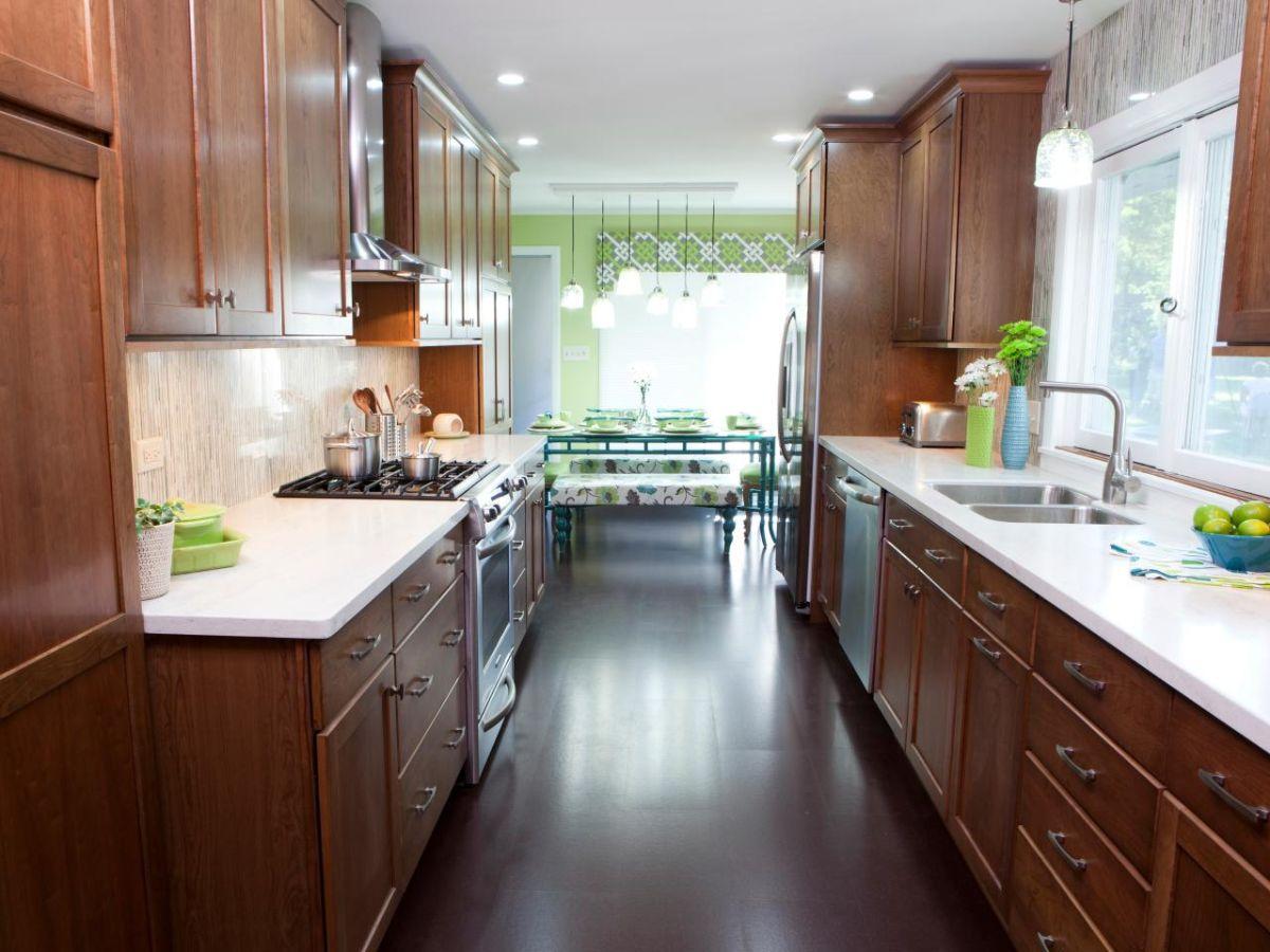 дизайн узкой кухни классический стиль