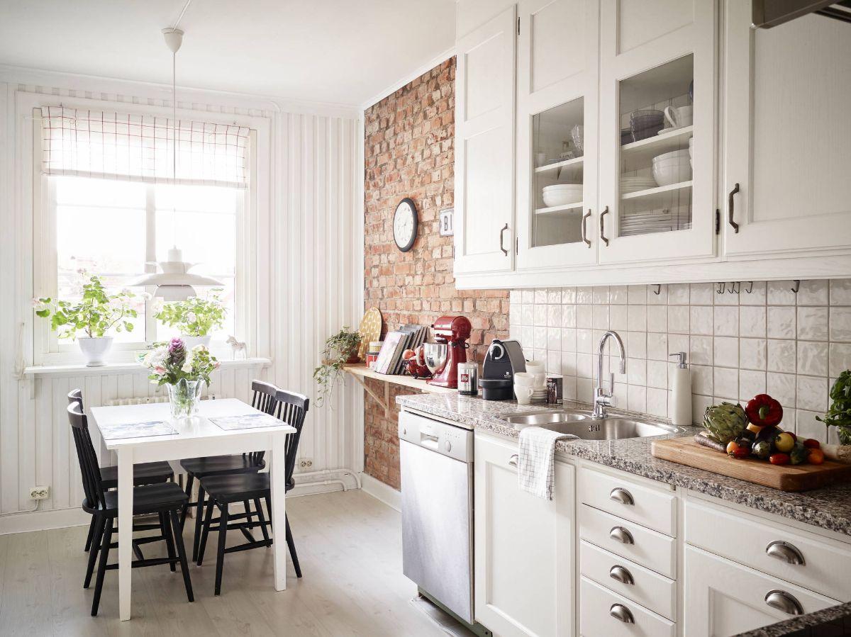 дизайн узкой кухни пример на фото