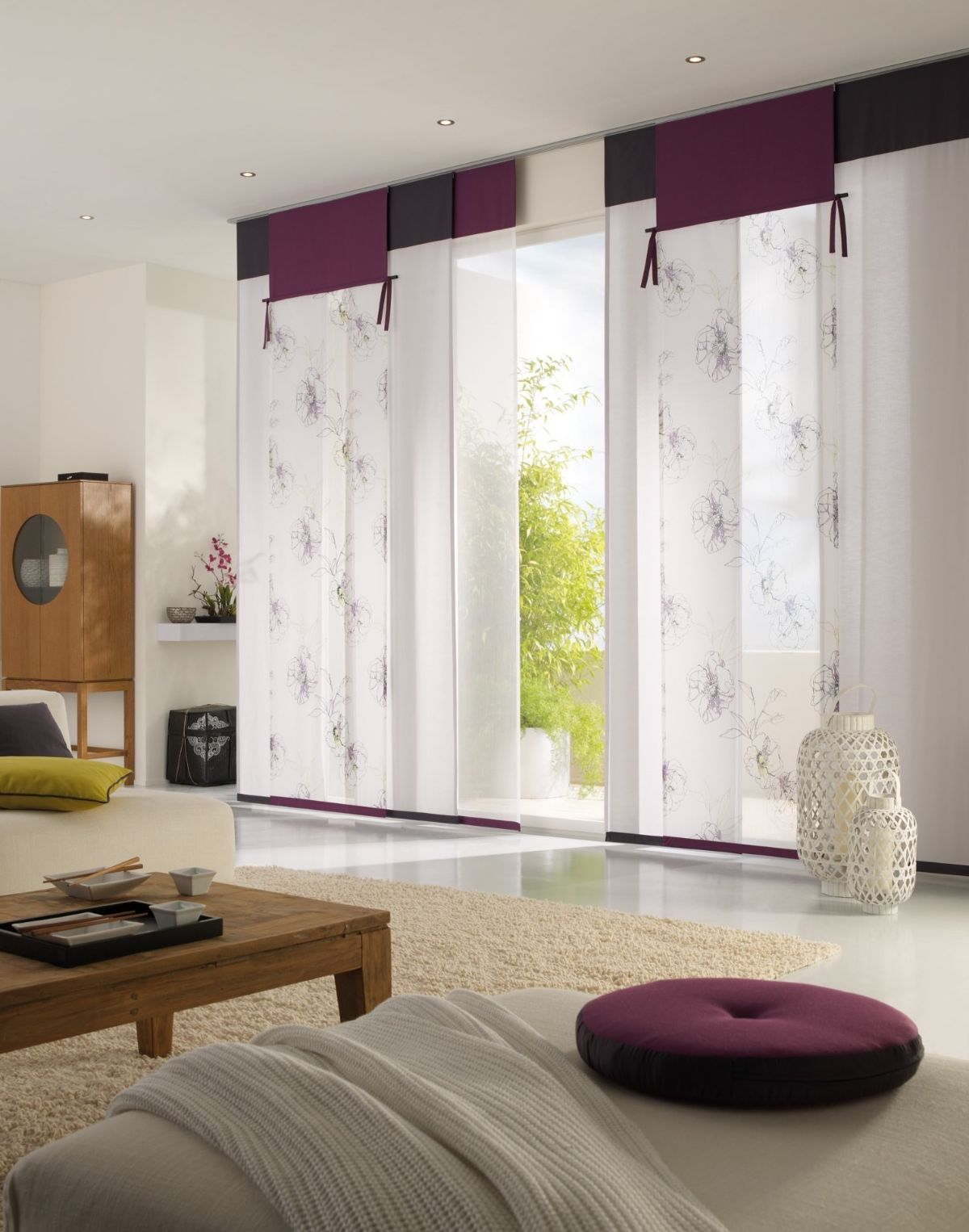 интерьер гостиной в японском стиле шторы