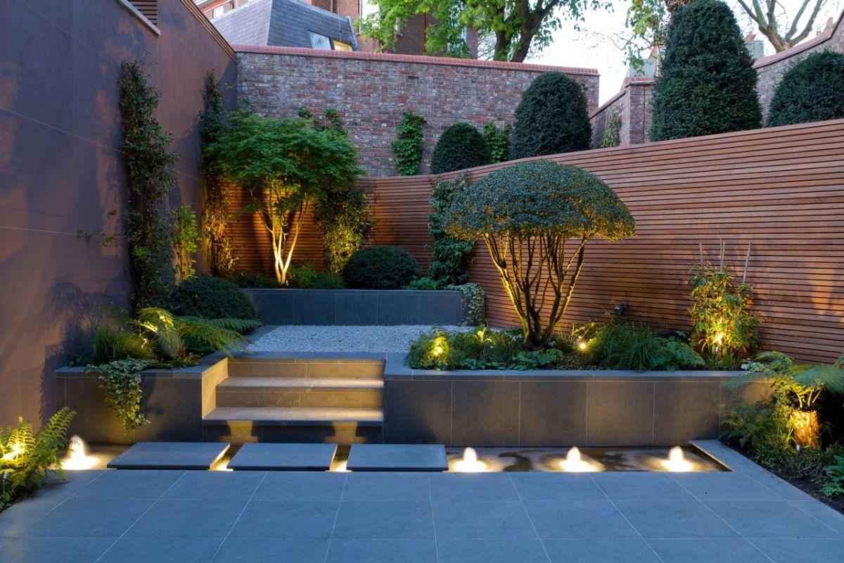 стильный дизайн садового участка с освещением
