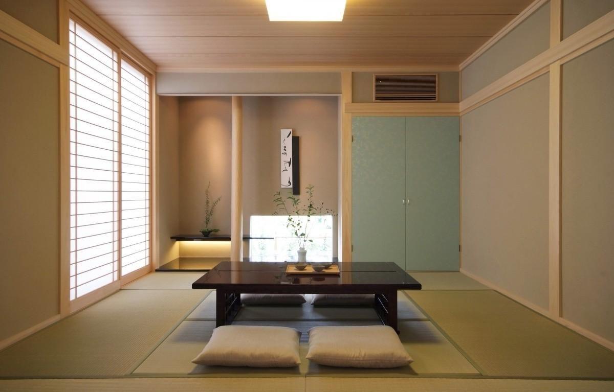 светло-бежевый интерьер гостиной в японском стиле