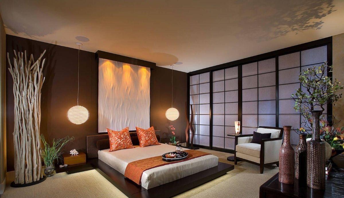 японский стиль в интерьере спальни с коричневой акцентной стеной