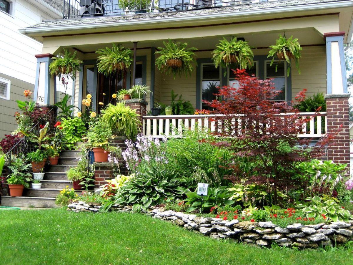 яркий дизайн садового участка