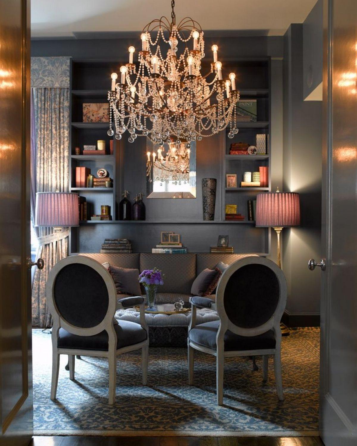 гостиная в стиле барокко старинная люстра