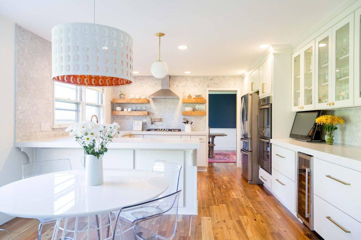 дизайн интерьера кухни со светлыми стенами стиль модерн