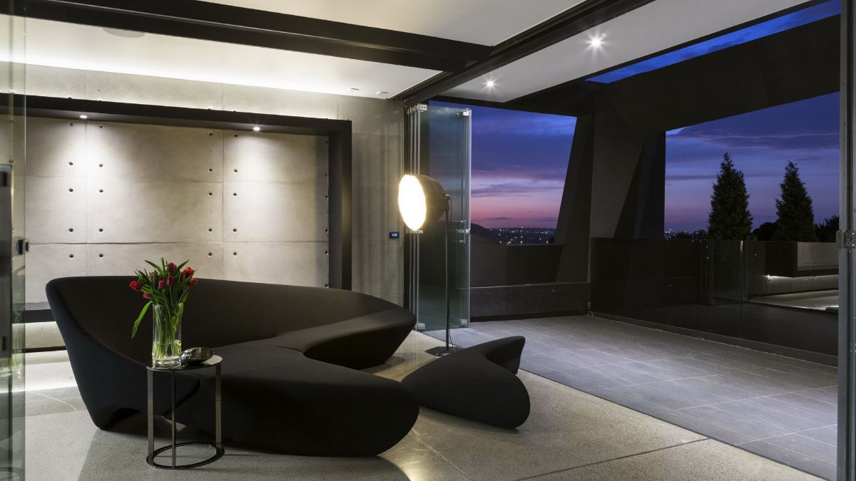 футуристический дизайн гостиной в чёрном цвете