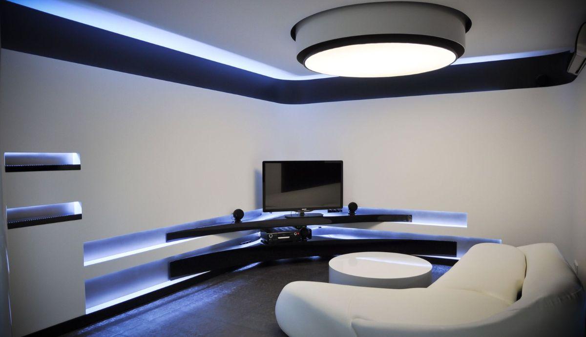 футуристический дизайн с синей подсветкой