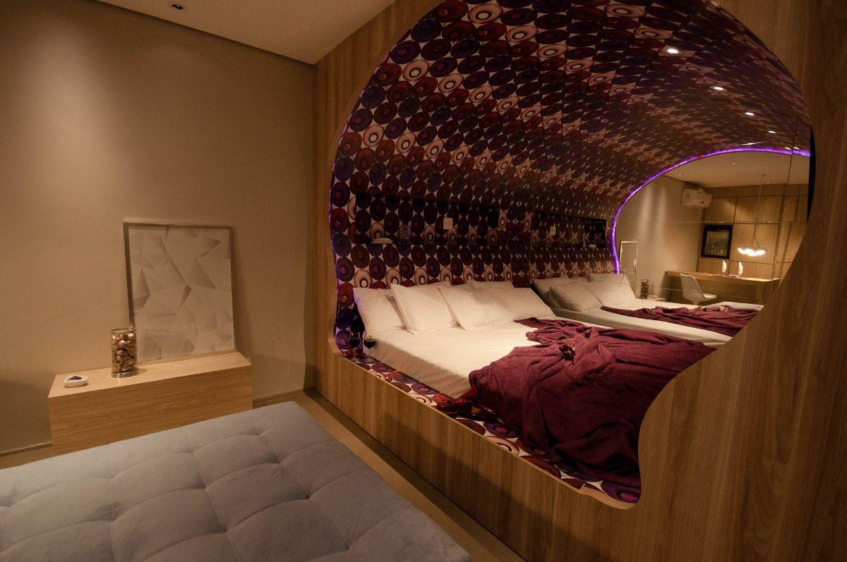 футуристический дизайн спальни с кроватью коконом